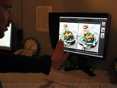 Betrachten der Food-Motive am Monitor